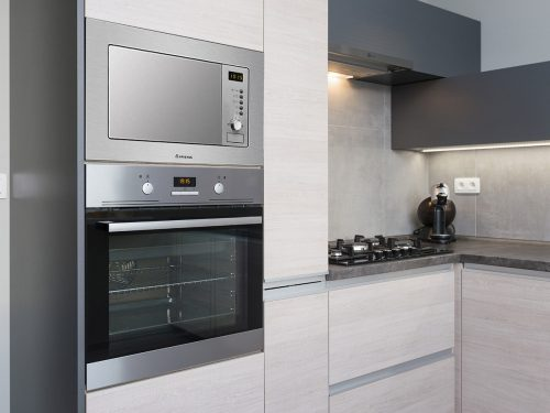 MWA 122.1 X - Ariston Built-In Microwave & Grill With Stainless Steel Trim Kit - Lifestyle Image