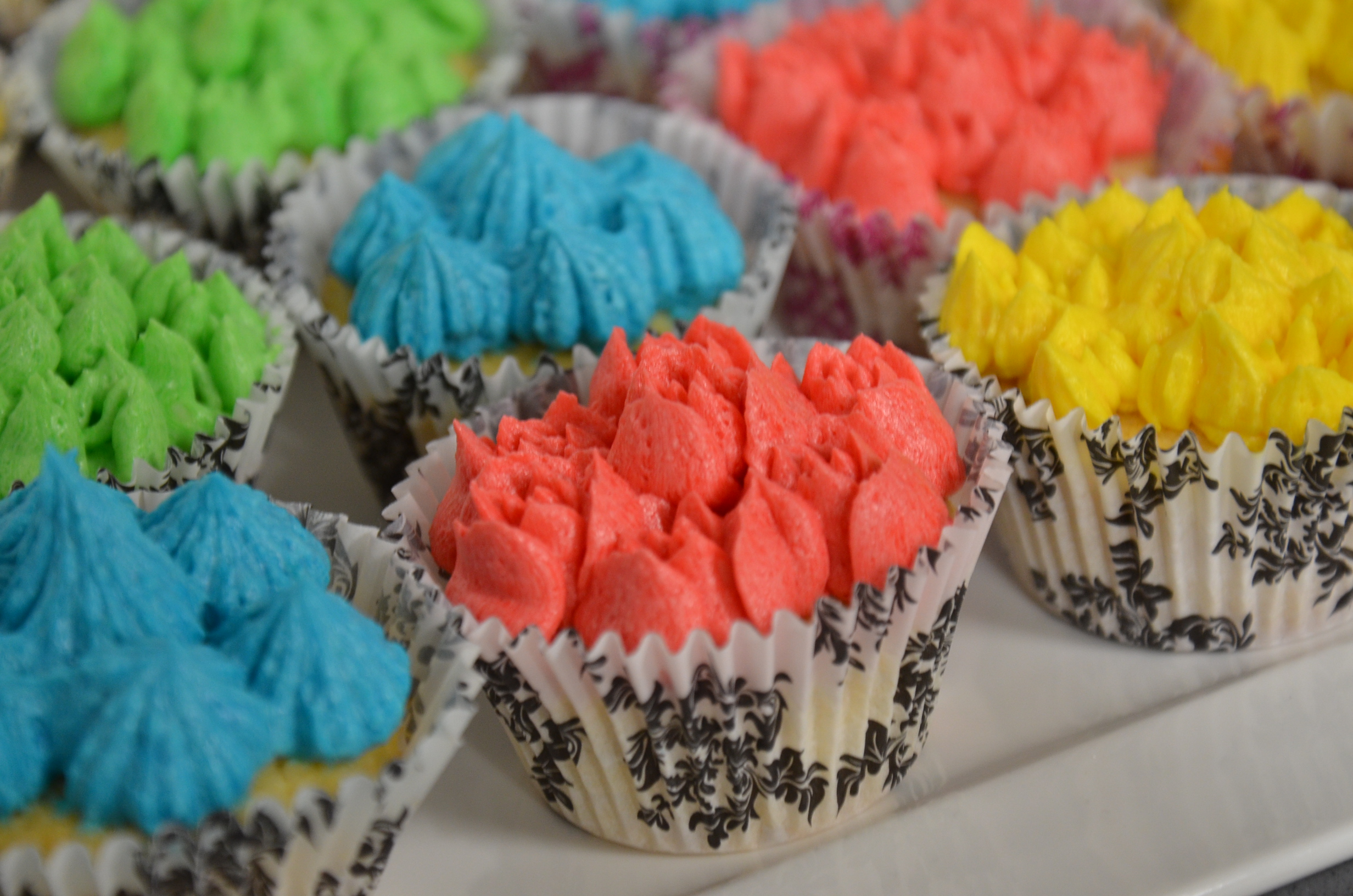 Prepare Treat for kids at home   Cupcakes with butter cream